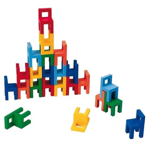 Image of   Balance og stable spil med små stole i træ