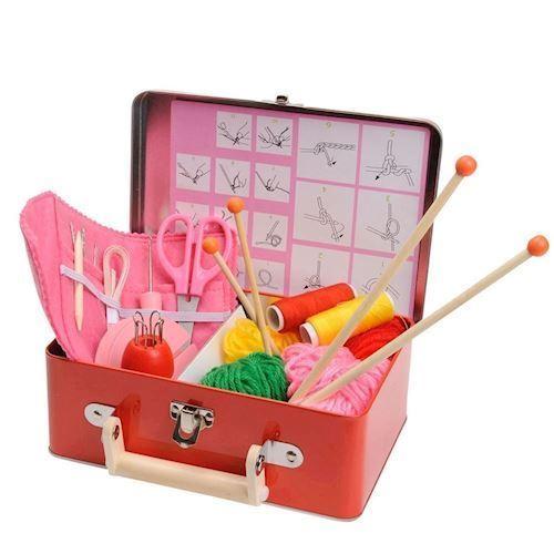 Image of   Legetøjskasse med sy & strikketøj