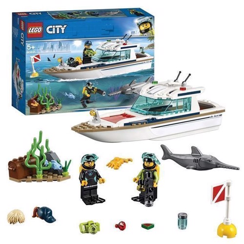 Image of LEGO City 60221 dykker yacht